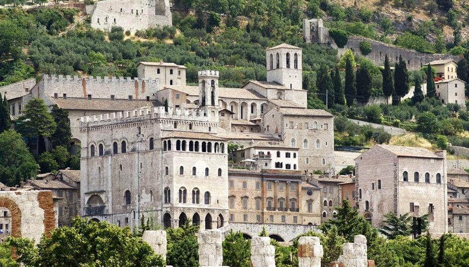 Gubbio, una città dell'Umbria tra arte e archittetura religiosa 1