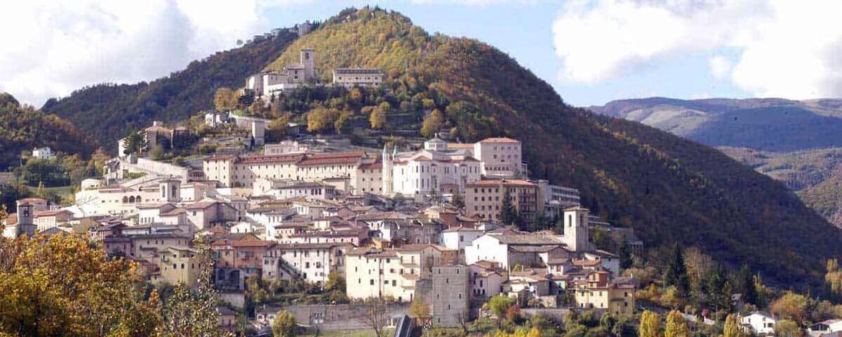 Cascia: la meravigliosa città e il famoso santuario di Santa Rita