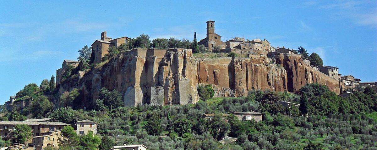Orvieto: una città costruita su una rupe di tufo che dominana l'intera vallata 1