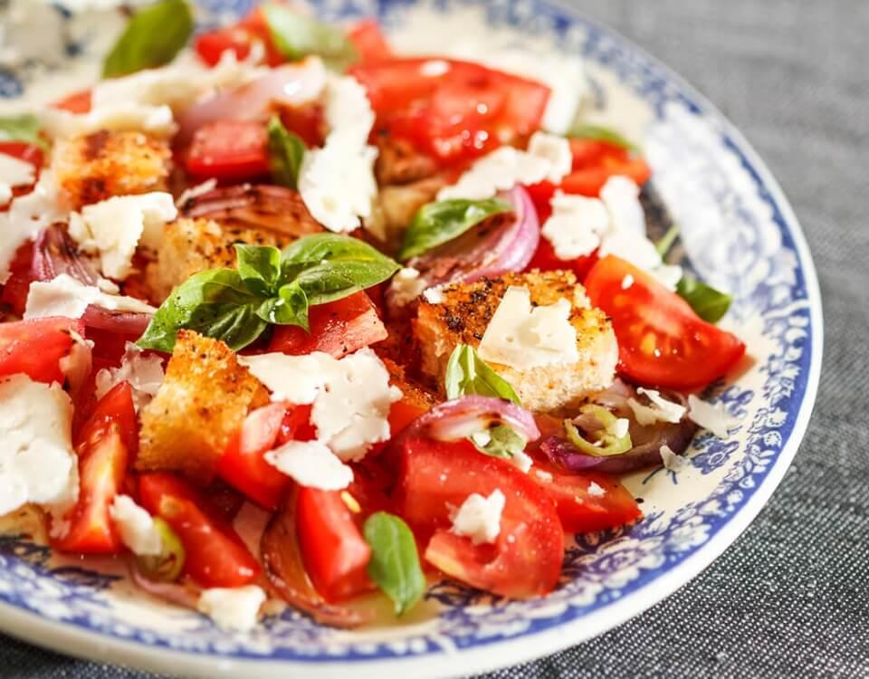 Panzanella: l'antipasto umbro per eccellenza fresco e delicato 1