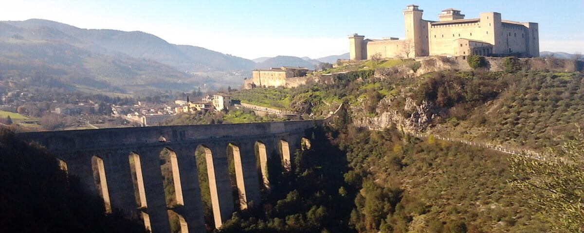 Spoleto, la città in provincia di Perugia, difesa della cento torri