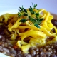 Strangozzi, un primo piatto ricco e unico di pasta sfoglia all'uovo