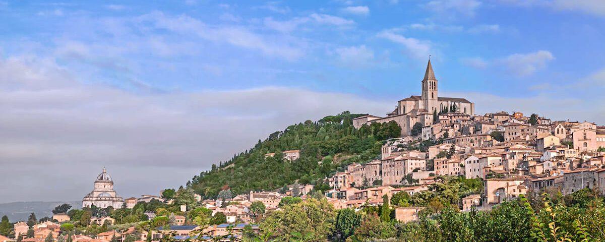 Todi, una città su una collina di circa 400 metri, che si affaccia sulla valle del Tevere 1