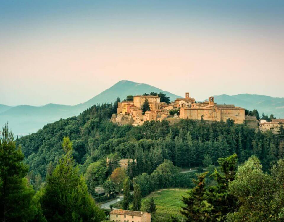 Montone, un magnifico borgo che sorge nella profonda Valle del Tevere