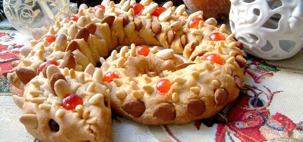 Il serpentone, un dolce di pasta di mandorle dai colori vivaci